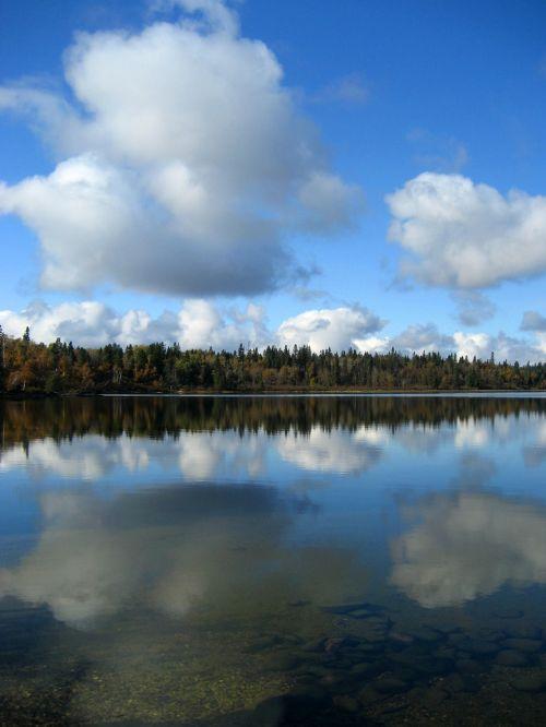 Mėnulio ežeras,kalnų nacionalinis parkas,debesys,manitoba
