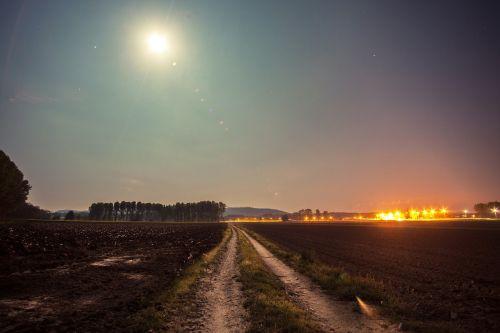 mėnulio šviesa,kaimas,laukas,naktis,pilnatis,kaimas