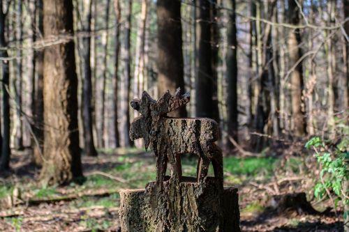 briedis,medinis briedis,menas,miškas,medis,gamta,kelmas,skulptūra,medžio drožinėjimas,medienos modelis,pjauna