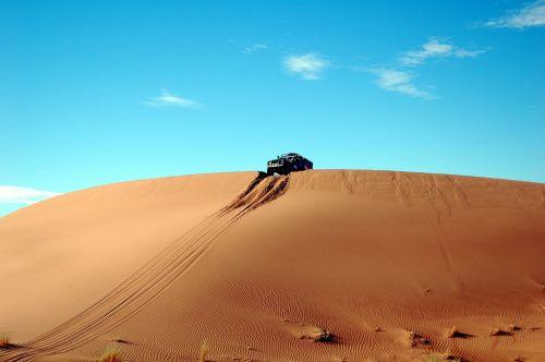 Marokas, Afrika, Dykuma, Marroc, Smėlis, Soledad, Taikus, Kraštovaizdis, Gamta, Kopos, Kopos, Automobilis, Ralis, Sportas, Sportas, Rizika, Ekstremalus Sportas, Crest, Drąsus