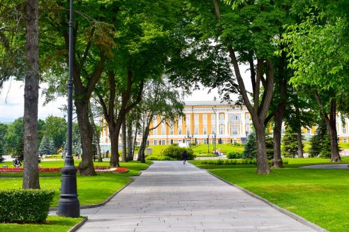 moscow,kremlius,Rusija,architektūra,raudonas kvadratas,orientyras,kelionė,sovietinė,kvadratas,muziejus,istorija,žinomas,žalias,parkas,medis