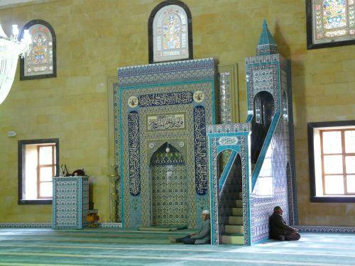 mečetė,maldos kambarys,maldos salė,vyras,sėdėti,melstis,Islamas,religija,kultūra,musulmonas,avanos,Turkija,mihrab,kanceliarija