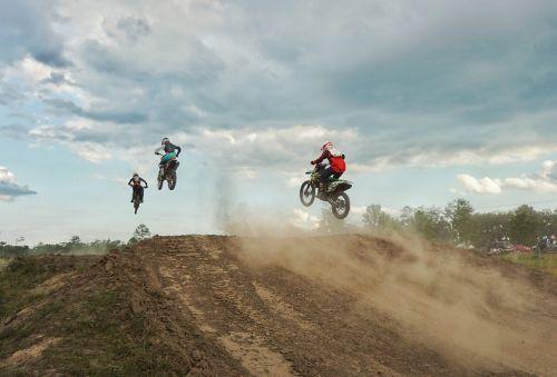 motokroso,lenktynės,purvo dviračiai,ramping,vairuotojai,dulkės,Sportas,Pirmoji vieta,antra vieta,trečia vieta,Rednecks,pavojingas,Belizas