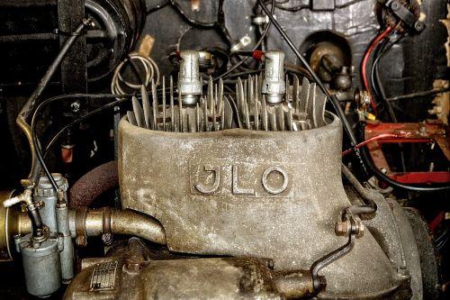 variklis,du takteriai,du cilindrai,senas,istoriškai,ilo