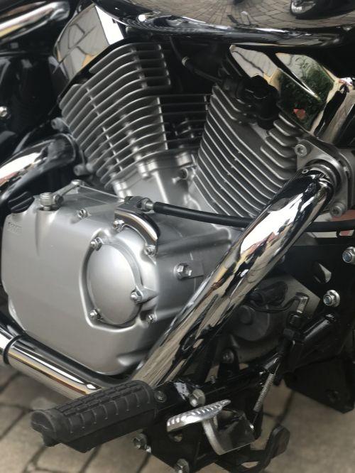 variklis,2 cilindrai,Suzuki,technologija,Iš arti,chromas,v1125,chromo išmetimas,motociklas,dviračių transporto priemonė