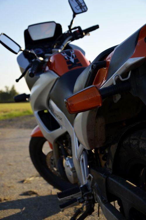 motociklas,greitis,žibintai