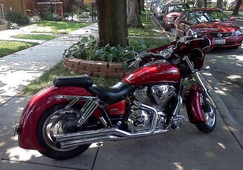 motociklas,motociklas,nuolatinis motociklas,arklys,malonumas,naujas motociklas,raudona,variklis,išmetimo vamzdis,sofa,tech,hobis,Sportas,žygdarbis,variklio galia,eksponatas,dviratė transporto priemonė