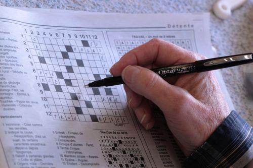 kryžiaus žodžiai, pieštukas, ūkis, žodžiai, Paieška, laikraštis, mokymasis, aistra, vyras, ranka, senyvo amžiaus, senas, senelis, kryžiažodis