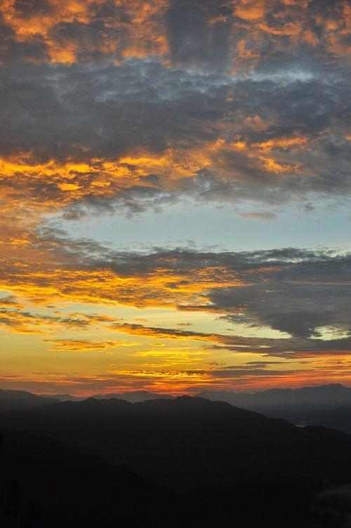 kalnas,saulėtekis,taika,saulėtekio peizažas,kalnų peizažas,kalno viršūnė