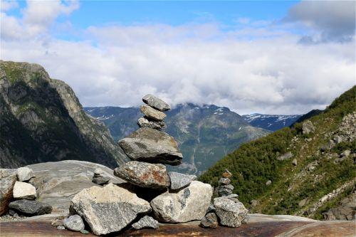 kalnas,kiauliena,balansas,akmens bokštai,kraštovaizdis,migracijos pobūdis,katalogas