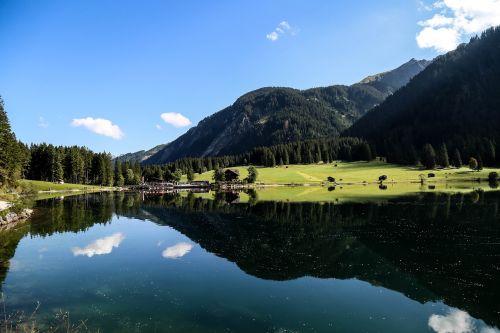 Kalnas, Ežeras, Kraštovaizdis, Miškas, Gamta, Vaizdas, Debesys, Apžvalga, Dangus, Perspektyva, Mėlynas, Perspektyva, Vanduo, Vasara, Atspindėti, Žolė, Medžiai