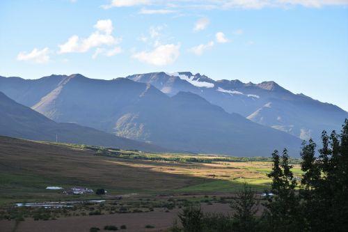 kalnas,šviesa,dangus,kraštovaizdis,iceland,vaizdingas,saulės šviesa,medžiai,laukai,kaimas,nuostabus,debesis,nuostabus,kvapą gniaužianti,gamta,lauke,peizažas,atspalvis,šešėlis,vakaras,migla