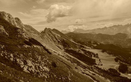 kalnas,kalnų,sepija vaizdas,debesys,dangus,slėnis,kraštovaizdis,gamta,lauke,vaizdingas,kaimas,Šalis,sepija