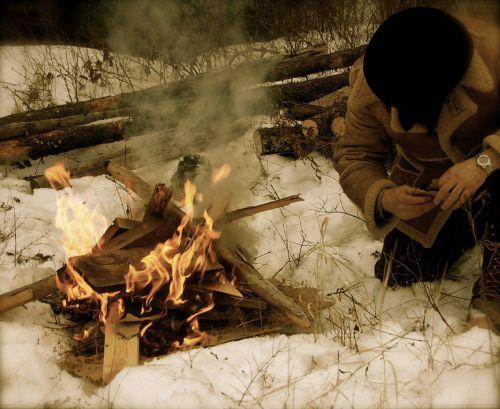 kalnų žmogus,Ugnis,sniegas,laužavietė,kalnai,dykuma,išgyventi,miškas,lauke,kempingas,žiema,gamta,šaltas,montana