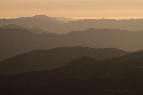 kalnai, kraštovaizdis, vaizdingas, saulėlydis, vakaras, siluetas, viešasis & nbsp, domenas, tapetai, fonas, migla, peizažas, panorama, smailės, miglotas, Dantyta vaizdingas, smokey, dusk, saulėlydis, kalnų saulėlydis