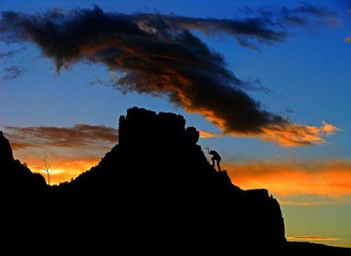 alpinistas,lipti,laipiojimo sportas,alpinizmas,alpinistas,bergsport,saugus,Rokas,kalnas,laipiojimas uolomis,Ekstremalus sportas,kietas,Sportas,laisvalaikis,lipti kletterwand,patirtis,nuotykis,sporto laipiojimo,dangus,dangaus spalvos,atgal šviesa,siluetas,komponavimas,digiart,gamta,nuotaika,kraštovaizdis,atmosfera,vakarinis dangus,atmosfera