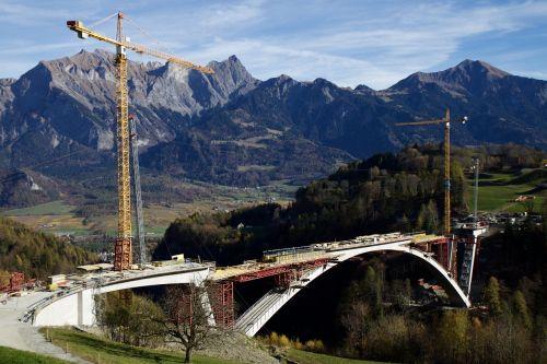 kalnai,tiltas,tilto pastatas,baukranas,Tamina Gorge