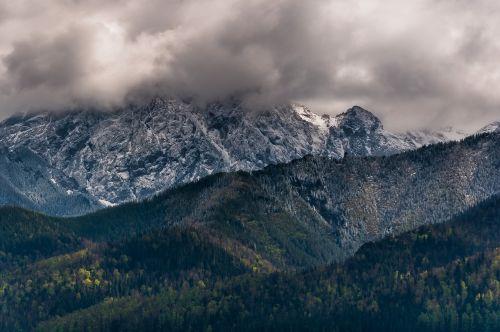 kalnai,tatry,giewont,debesys,dangus,žygių takas,kraštovaizdis,Lenkija,gamta,Vaizdas iš viršaus,debesis,vasara,panorama,grožis,turizmas,kalnų grožis,viršūnės,gamtos grožis,kelionė,peizažas,aukštis,šventė,vaizdas,ramybė,kelionė,debesų danga
