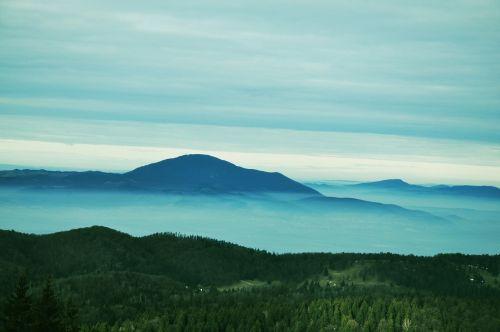 kalnai,kalnas,vasara,kalnai vasarą,kalnai rumunijoje,gamta,kraštovaizdis,vienišas pikas