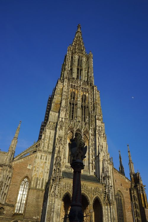 münsteris,ulmi katedra,mėnulis,bažnyčia,Dom,katedra,architektūra,pastatas,ulm,aukščiausias bažnyčios bokštas pasaulyje,įrašyti,pasaulio rekordas,priekinė,priekinis