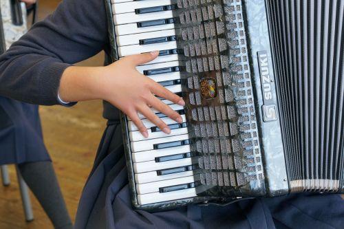 muzika,akordeonas,spektaklis