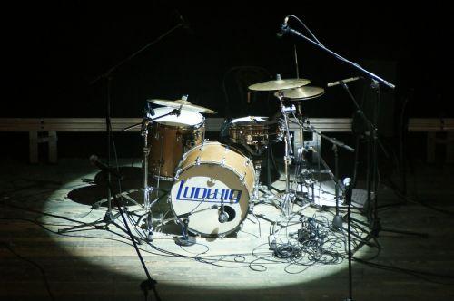 muzika,perkusija,būgnai,scena