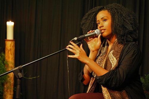 muzika,dainuoti,koncertas,dainininkė,afroamerikietis,mikrofonas