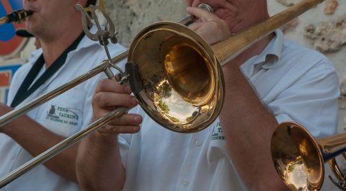 muzikantas,trombonas,gatvės muzikantas,muzikinis instrumentas
