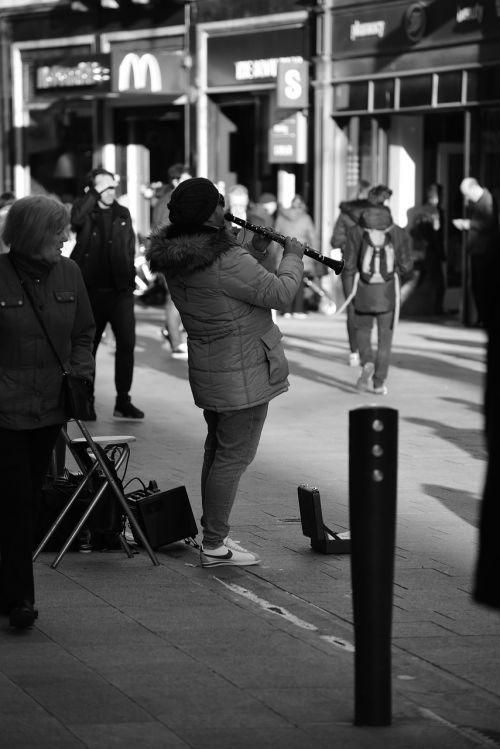 muzikantas,gatvė,spektaklis,miesto,asmuo,menininkas,žaisti,žaisti,garsas,muzikinis,atlikėjas,lauke
