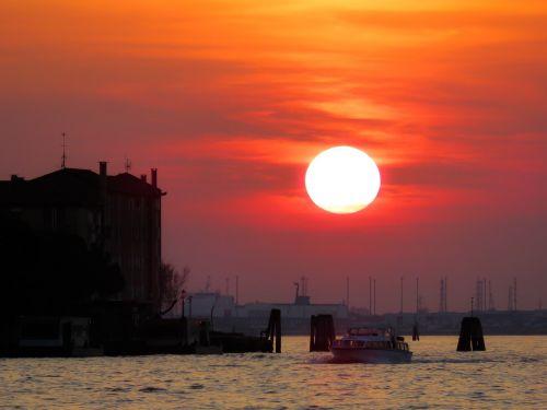 gamta,kraštovaizdis,saulė,saulėlydis,lichtspiel,Venecija,vanduo,jūra,laivai,valtys,spalva,farbenspiel,nuotaika,abendstimmung,apšvietimas,dangus,dusk,vakarinis dangus,afterglow