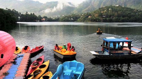 naukuchiya tal,Indija,valtys,vandens sportas,kalvos,debesys,gyvenimo būdas,lauke,plaukiojimas,vakaras,laisvalaikis,žmonės,gamta