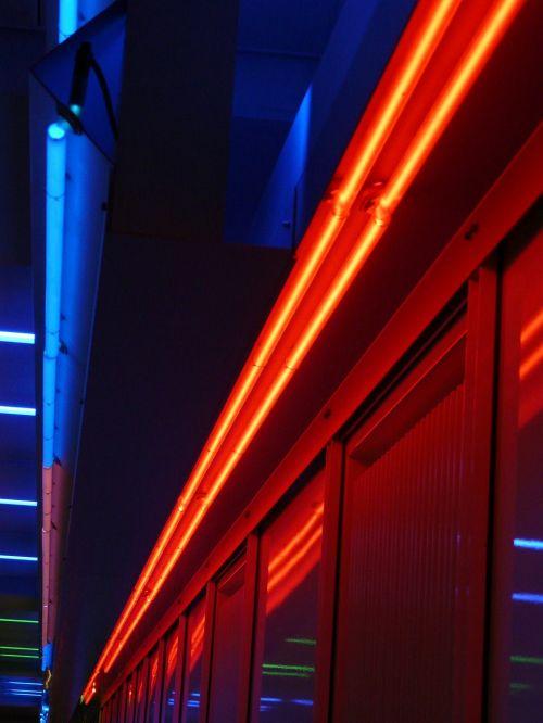 Neoninė šviesa,neoninės šviesos,neonas,lempos,šviesa,apšvietimas,neonas raudonas,neonas mėlynas,raudona,mėlynas,neoninės lempos