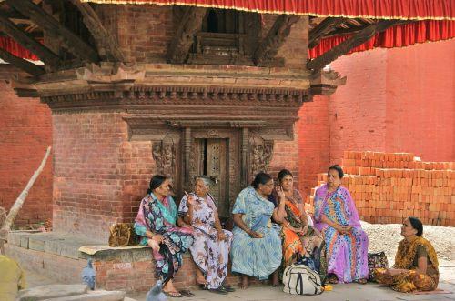 Nepalas,katmandu,moterys,šventykla