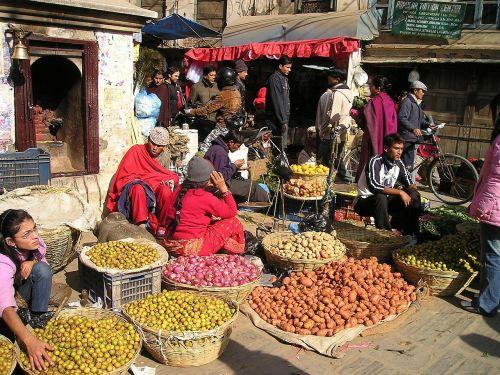 Nepalas,gatvės turgus,vaisiai,daržovės,gatvės prekeivis