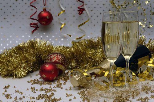 Naujųjų metų vakaras,naujųjų metų sveikinimai,šampanas,Naujieji metai,abut,gerti,alkoholis,švesti,festivalis,putojantis vynas,šampano akiniai,prost,alkoholinis,naudos iš,vakarėlis,sijonas,popierinės gyvatės,Kalėdiniai kamuoliai,auksinis,mielas,raudona,putojantis,putojantis vynas,butelis,neatidarytas,uždaryta,melas,laimingas,Naujųjų metų diena,laimingų Naujųjų metų,Kalėdinis ornamentas,naujųjų metų išvakarėse 2018 m .,Sylvester 2018,2018 m. ruožas
