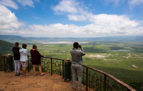 ngorongoro krateris,Tanzanija,afrika,gamta,krateris,parkas,safari,kelionė,laukiniai,kraštovaizdis,žalias,žolė,turizmas,ganyklos,natūralus,dangus,debesis,lauke,paprastas