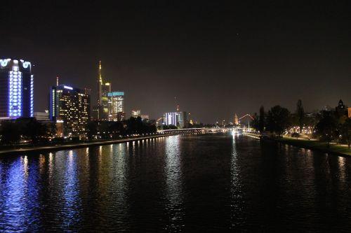 Naktis,  Frankfurtas,  Pagrindinis,  Miestas,  Architektūra,  Pastatas,  Žibintai,  Šviesa,  Apšvietimas,  Eismas,  Tamsi,  Gatves,  Dangoraižiai,  Lichtspiel,  Dangoraižis,  Tiltas,  Namai,  Mėlynas,  Tamsa,  Frankfurtas Yra Pagrindinė Vokietija