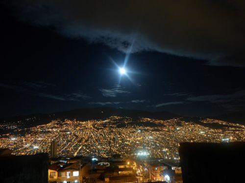 naktinis peizažas,naktis,miestas,fotografijos naktis,dangus,naktinis dangus,tamsa,žibintai,mėnulis,žvaigždė,naktinis matymas,šviesa,kraštovaizdis,naktį,dusk