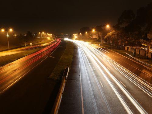 naktinė fotografija,žibintai,apšviestas,naktis,greitkelis,kelionė,miesto,kelias,greitkelis,vairuoti,judėjimas,greitkelis