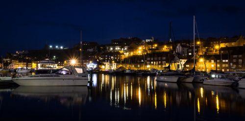 Whitby, uostas, apmąstymai, valtys, nakties apmąstymai