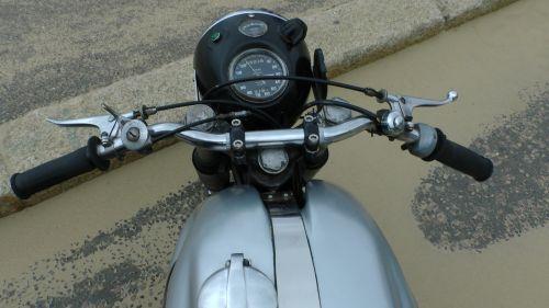 motociklai & nbsp, norton & nbsp, motociklas & nbsp, rankenos, vairai, norton, ratas, ratai, motociklas & nbsp, spidometras & nbsp, rpm & nbsp, skaitiklis, motociklas, motociklai, speedo, spidometras, rpm, rev & nbsp, skaitiklis, skaitiklis, greitis, dviratis, baikeris, dviračiu, variklis, viešasis & nbsp, domenas, Nortono motociklo vairai