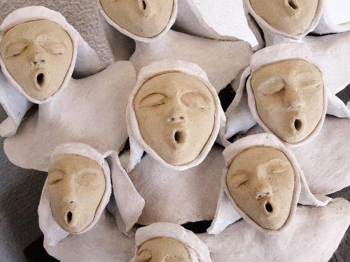 vienuolės,dainuoti,choras,skulptūra,menas