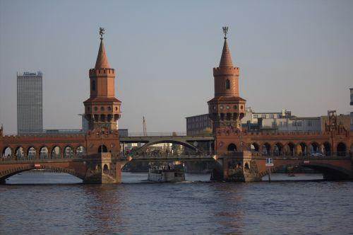 oberbaumbrücke,Berlynas,šurprizas,tiltas