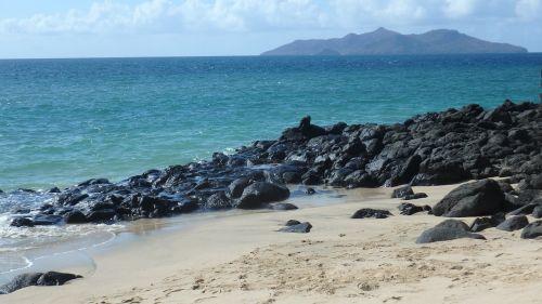 vandenynas,papludimys,juodas akmuo,smėlis,sala,Mayotte,Indijos vandenynas
