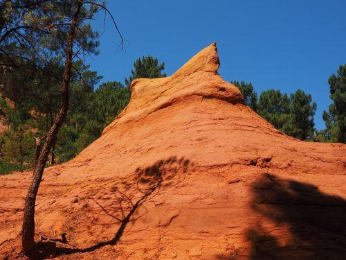 ochros uolienos,Rokas,ochra,ochr karjeris,spalva,šviesus,spalvinga,oranžinė,raudona,geltona,roussillon,lankytinos vietos,luberono masyvas,france,Vaucluse,ochra mine,Provence,ochros spalvos,raudona ochra,ockerbraun,ochro kalnakasyba,žemės spalva,rudas akmuo,molio mineralas,Vaucluse departamentas,Provence-Alpes-Côte dAzur,arrondissement apt,kantonas apt,gamtos parkas luberon,apt,gordes,chaussee of geants,falaises de sang,mišinys,atspalvis