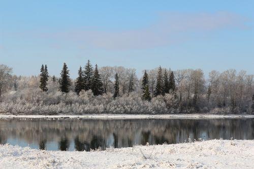 Spalio mėn,kraštovaizdis,kaimas,Rusija,ruduo,upė,sniegas,miškas,upės krantas su sniego,gamta,medžiai po sniegu