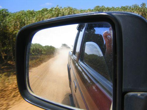 offroad,pažvelgti į šoninius veidrodžius,dulkės