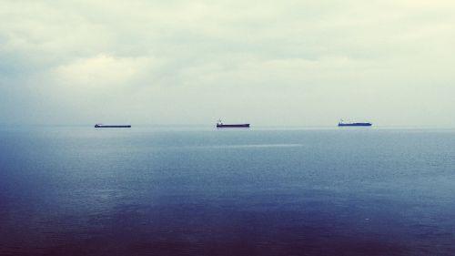 naftos tanklaiviai,supertankers,naftos tanklaiviai,krovininiai laivai,laivai,atviras vanduo,atvira jūra,ramus,trys,konvoja,laivai,debesys,dangus,mėlynas,vanduo,vandenynas,valtys,karo laivai,jūra