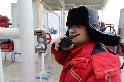 naftos darbuotojai,sniege,firma