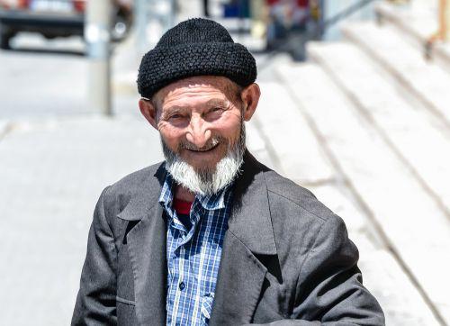 senas,senas vyras,Terry,mintis,vyras,Turkija,gatvė,vaikščioti,forlorn,vienatvė,laimingas vyras,laimingas vyras,bebras,berniukas senas,senelis,skullcaps vyras,skrybėlių vyrukas,gulėti,taikus,šypsosi,mėlynė žmogus,beretė,skullcap,skrybėlę,senas senelis,viltingas,pilna meilės,meilė,taika,grožis